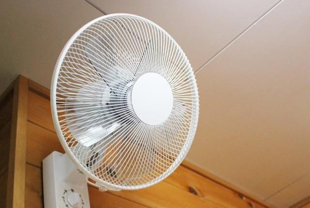 壁掛け扇風機
